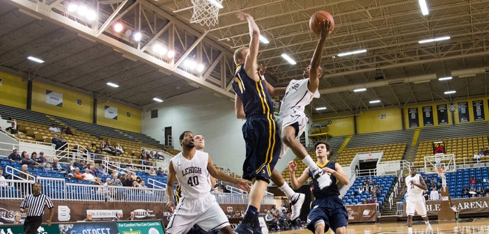 Men's basketball wins four straight games after 0-4 start