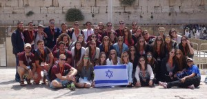 Birthright Participants of Mayanot Birthright hold up an Israeli flag at the Western Wall in the Holy City of Jerusalem in May 2015. (Courtesy of Rabbi Zalman Greenberg)