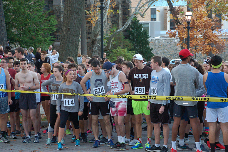Runners prepare themselves at the starting line for the Turkey Trot on Thursday, Nov. 17, 2016. The Turkey Trot is a long lived Lehigh tradition.(Ian Smith/B&W Staff)