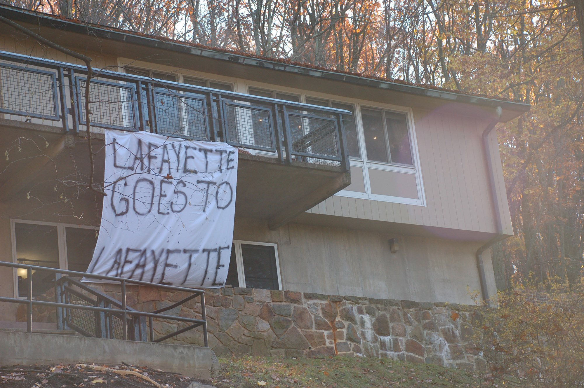 "A sign reading ""Lafayette goes to Lafayette"" hangs on Alpha Chi Omega on Nov. 18, 2016. Greek houses on the Hill have displayed many banners making fun of Lafayette. (Samantha Tomaszewski/B&W Staff)"