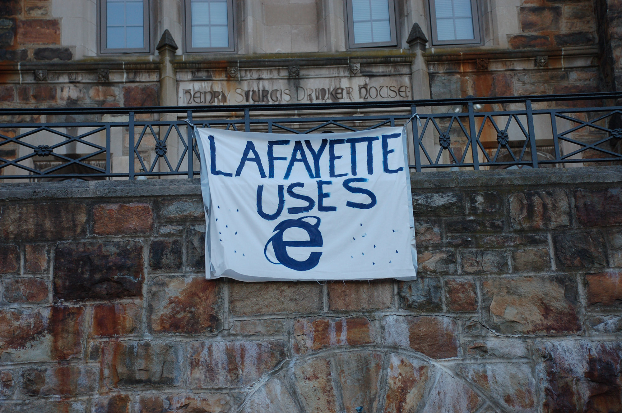 "A sign reading ""Lafayette uses E (Internet Explorer)"" hangs on Drinker House on Nov. 18, 2016. Internet Explorer is widely considered to be the worst web browser. (Gaby Morera/B&W Staff)"