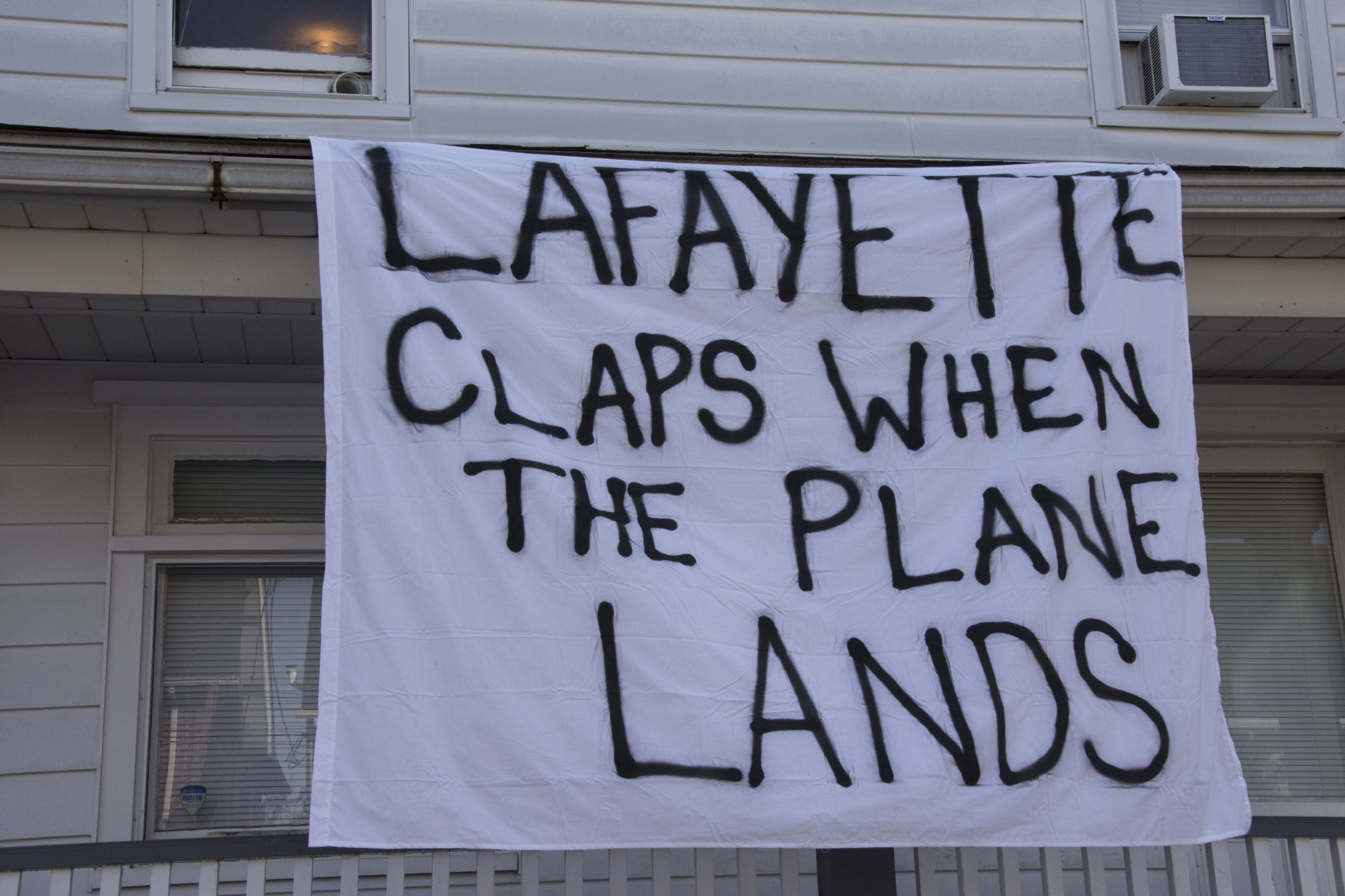 "A sign reading ""Lafayette claps when the plane lands"" hangs from a house on E. Fifth Street on Wednesday, Nov. 15, 2017. Many Lehigh students create banners that make fun of Lafayette students. (Annie Henry/B&W Staff)"