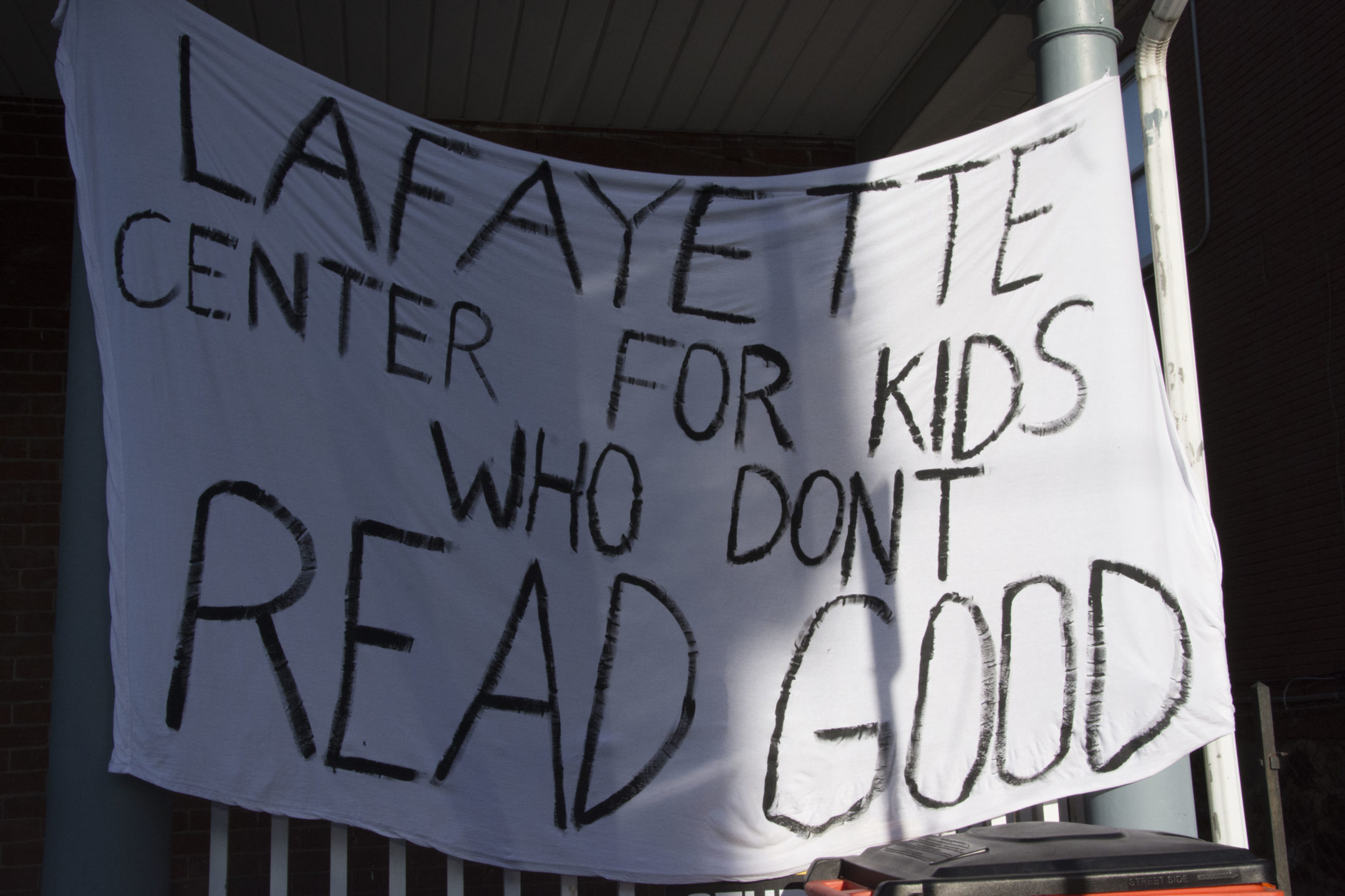 "A banner reading ""Lafayette Center for Kids who Don't Read Good"" hangs from a house on Hillside Avenue on Wednesday, Nov. 15, 2017. The banner is referencing the idea that Lehigh students are smarter than students at Lafayette. (Annie Henry/B&W Staff)"
